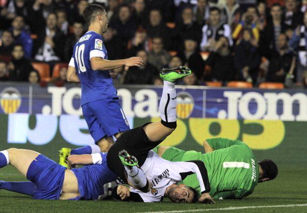 Paco Alcacer abrió el marcador esta noche en Mestalla