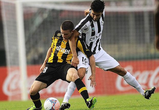 Nahitan Nández (Peñarol) y Rodrigo Pastorini (Wanderers)