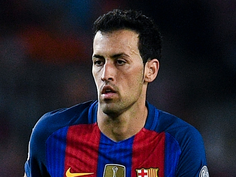 Busquets stretchered off for Barcelona against Eibar
