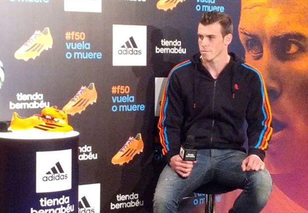 Gareth Bale presume de botas