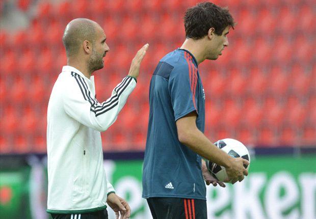 Javi Martínez junto a Guardiola
