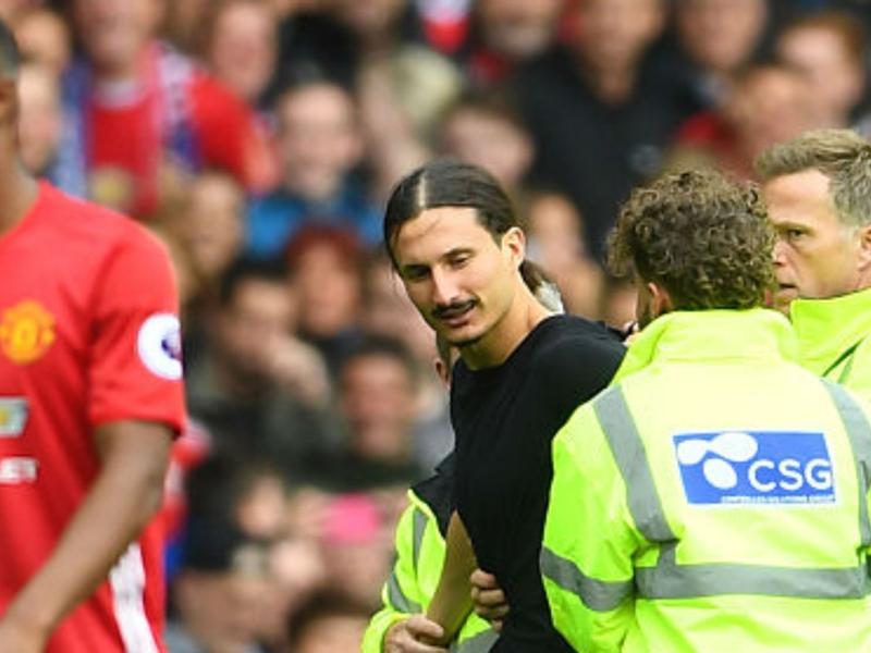Manchester United, un sosie de Zlatan Ibrahimovic sur la pelouse d'Old Trafford