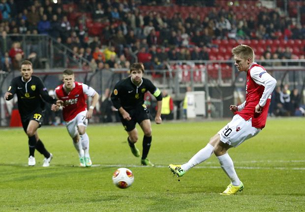 Aron Johannsson scores penalty kick in Europa League win