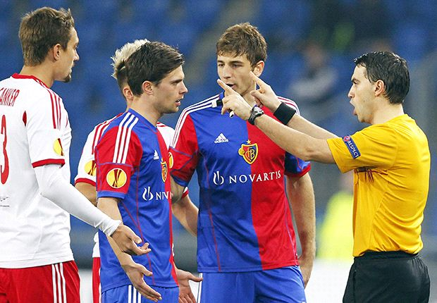 Salzburg-Basel halted by pitch projectiles
