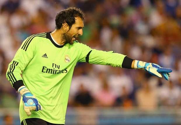 Diego López enfila la rampa de salida del Santiago Bernabéu