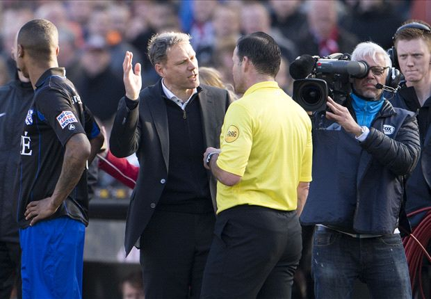 Van Basten haalt verhaal bij scheidsrechter Vink na Feyenoord - sc Heerenveen
