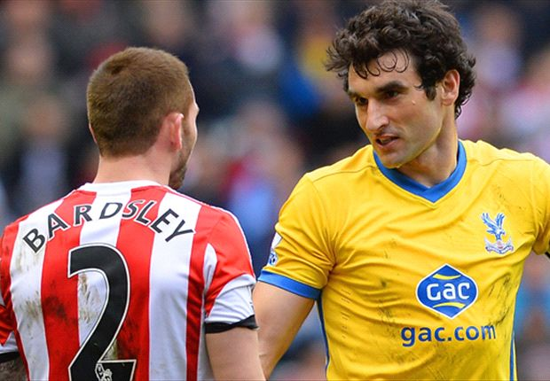 Palace skipper Jedinak confronts Sunderland's Phil Bardsley