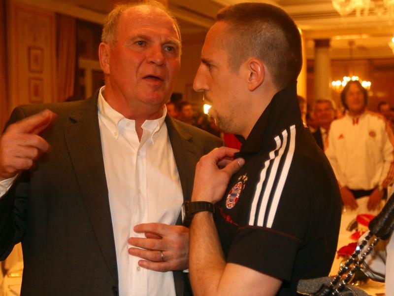 Bayern, Hoeness avertit Ribéry sur son comportement