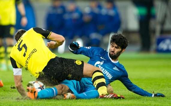 Zenit Saint Petersburg's Luis Neto (R) and Borussia Dortmund midfielder Sebastian Kehl