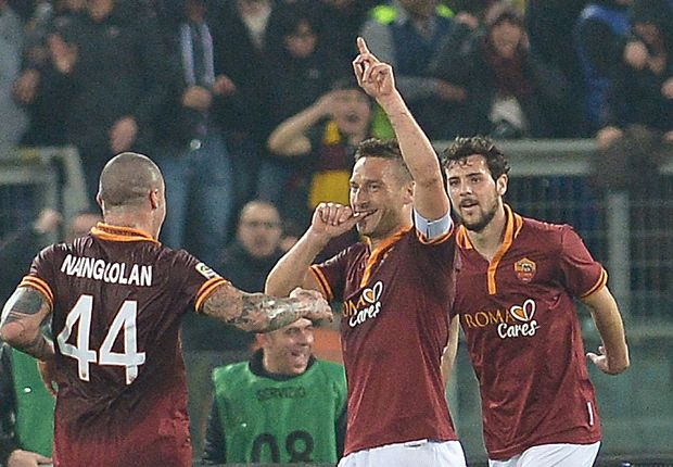 Totti pays tribute to Strootman after match-winning Roma return