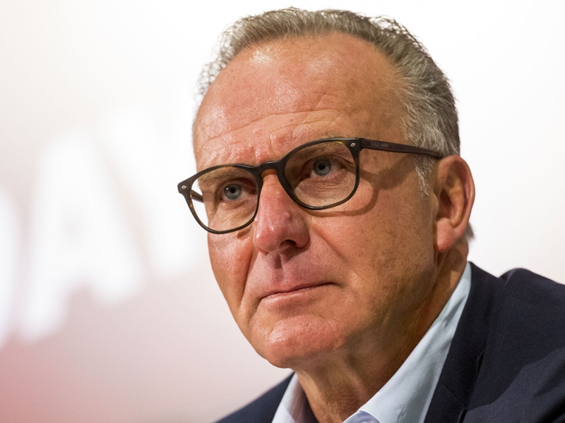 Bayern, Rummenigge tape du poing sur la table