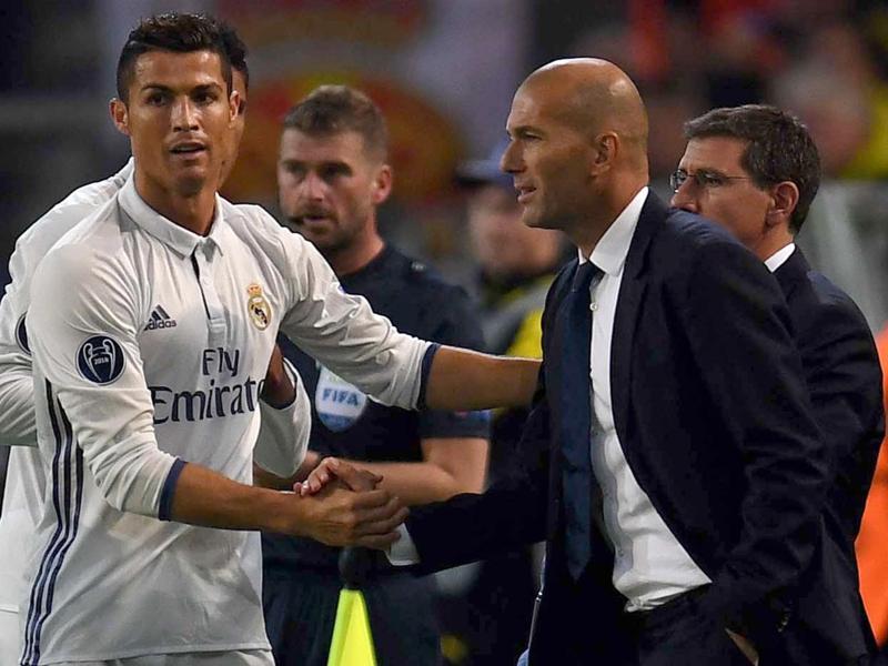 Real Madrid, Zidane défend Ronaldo