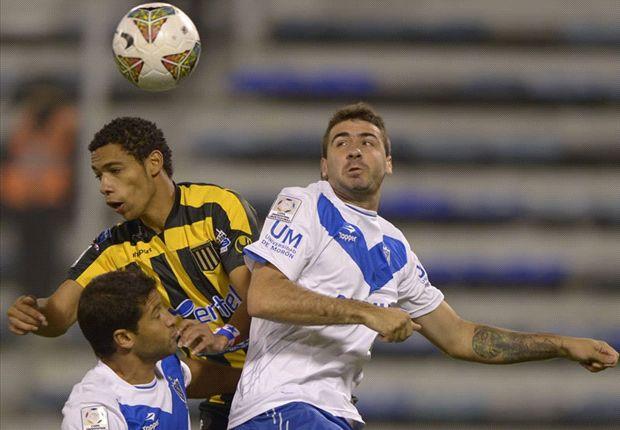 En dos minutos, Vélez encontró la victoria ante The Strongest