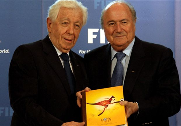 Frank Lowy presents Sepp Blatter with Australia's bid book