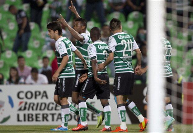 Santos Laguna goleó a Peñarol y se metió en octavos