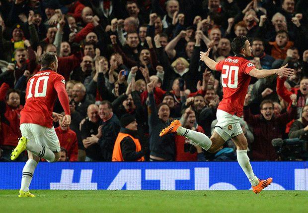 Van Persie & Giggs throw Moyes a Manchester United lifeline