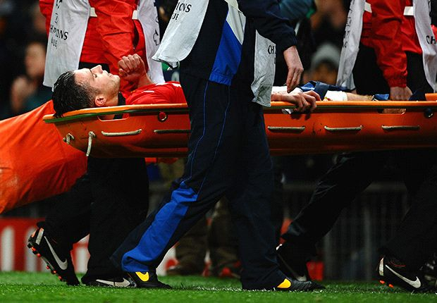 Van Persie sidelined for up to six weeks