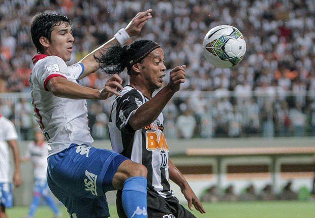 Atlético-MG 1 x 1 Nacional-PAR: Ronaldinho perde pênalti, converte pênalti e Galo fica só no empate