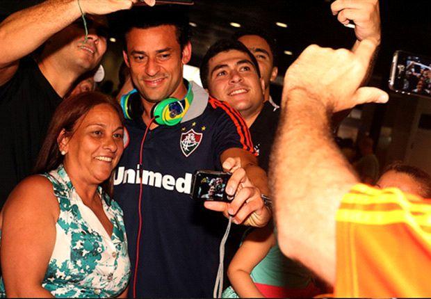 Os jogadores do Flu foram recebidos com festa pelos torcedores cearenses