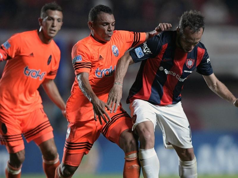 VIDEO - Follia Figuera in Copa Sudamericana: gomitata volontaria e rosso diretto!
