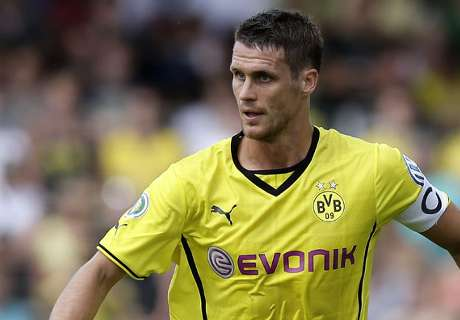 Kehl stands down as Dortmund captain