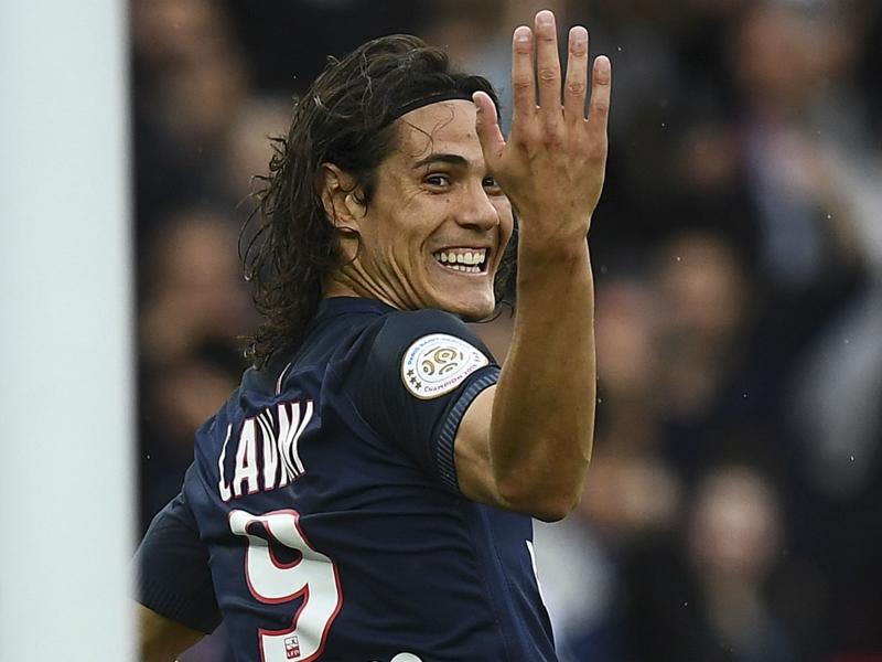 Cavani aide un PSG dominant à remporter la victoire sur Bordeaux