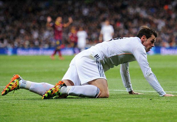 Gareth Bale, por el suelo, durante el último clásico