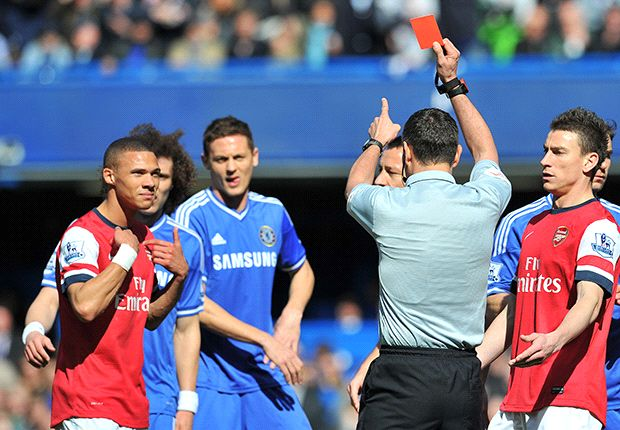 Referee Marriner avoids demotion despite Arsenal blunder