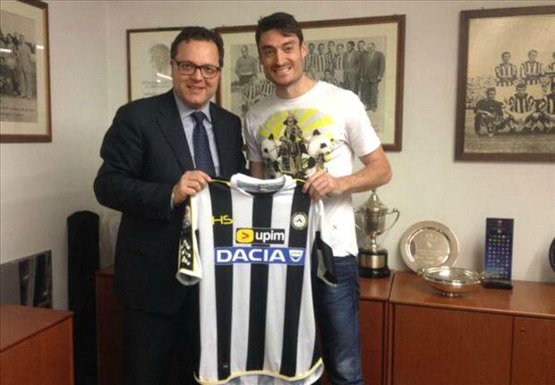 Albert Riera con la camiseta del Udinese