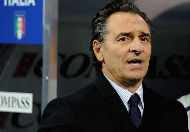 Cesare Prandelli seguirá dirigiendo a Italia al menos hasta la finalización de la Eurocopa.