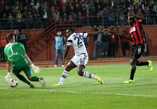 Emenike hits brace for Fenerbahce against Gaziantepspor
