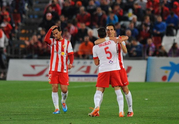 Almería 3-2 Betis: Un gol en el descuento para respirar