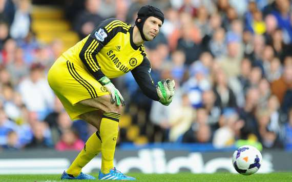 Cech will stay at Chelsea despite Courtois competition