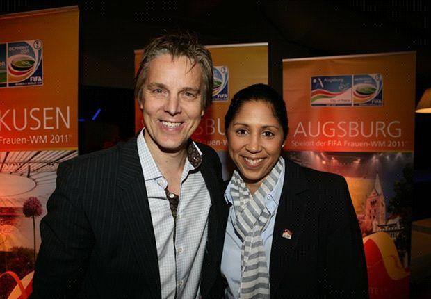 Jan Age Fjörthoft (hier mit Steffi Jones bei der Frauen-WM) wird Berater in Norwegen