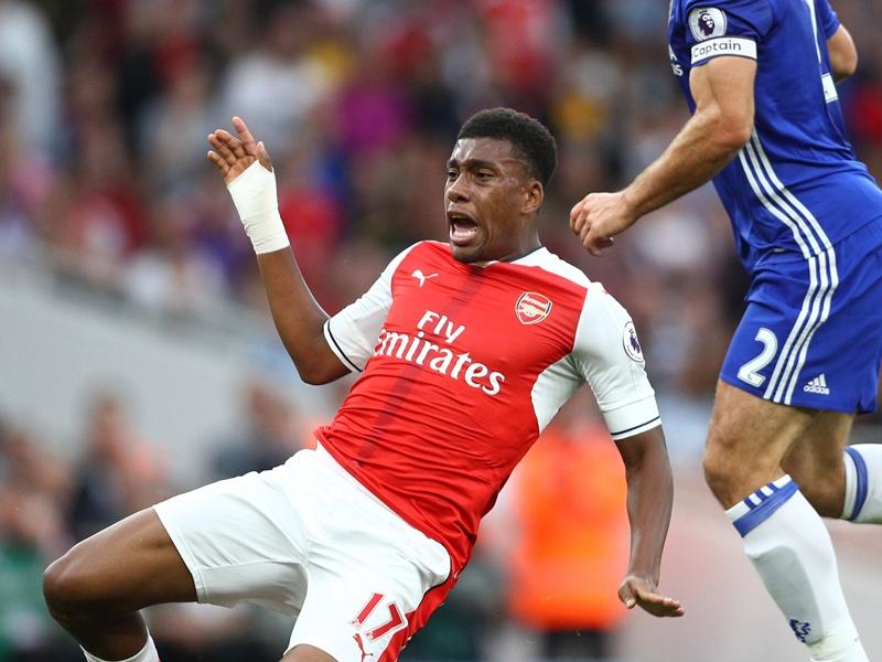 """Arsenal, Özil : """"Iwobi me rappelle Okocha"""""""