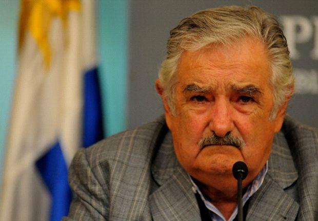 Luis Suárez necesita un psiquiatra, según el presidente de Uruguay