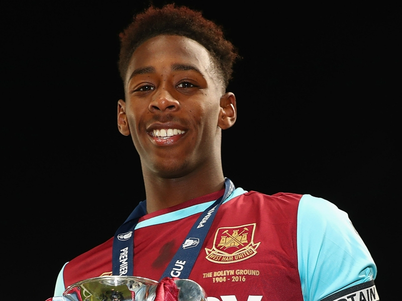 West Ham teenager Oxford joins Borussia Monchengladbach on loan