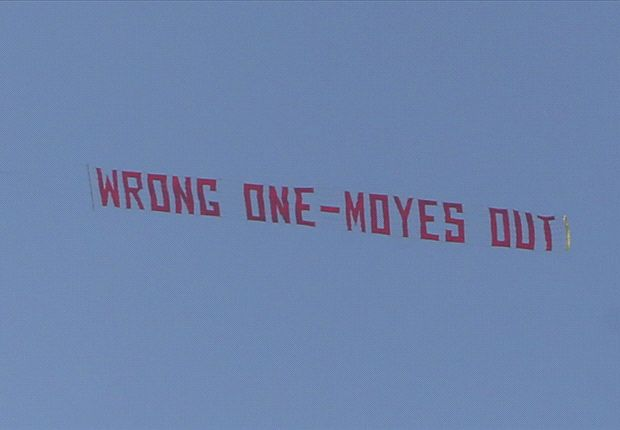 'Wrong One - Moyes Out' - Manchester United fans stage fly-by protest