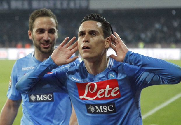 Napoli 2-0 Juventus: Callejon and Mertens keep Serie A title race alive
