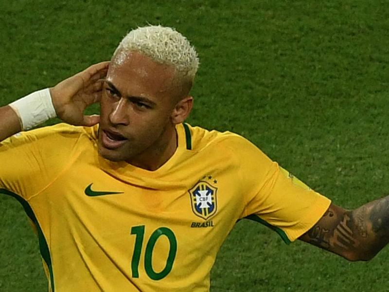 CM 2018 (Am.Sud) : Cavani marque encore, 300e but pour Neymar en sang
