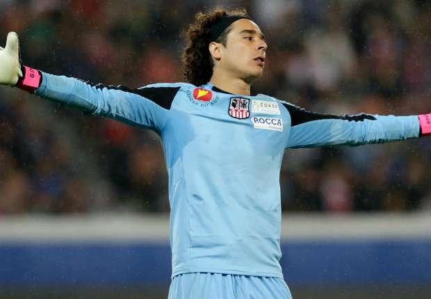 Ochoa ya no sufrirá por una defensa débil si ficha por el Marsella.