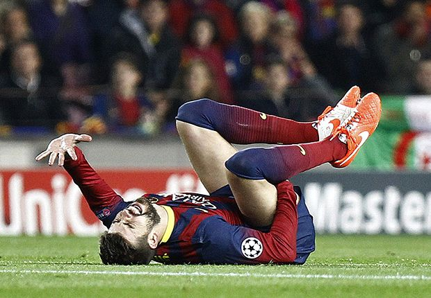 Pelvic injury puts Pique out for four weeks
