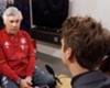 Bayern-Trainer Carlo Ancelotti (l.) im Gespräch mit Goal-Reporter Niklas König