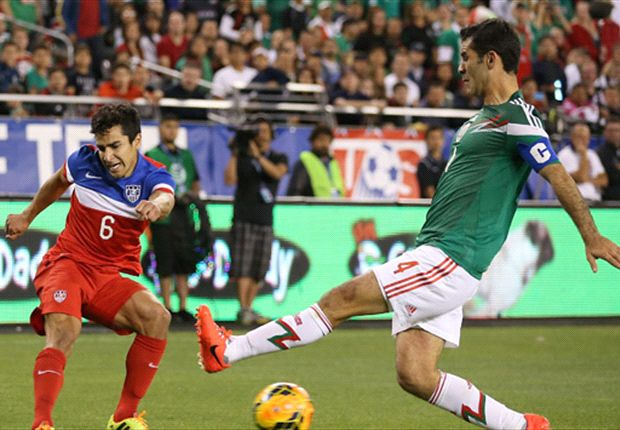 El legendario defensor de 35 años convirtió para México.