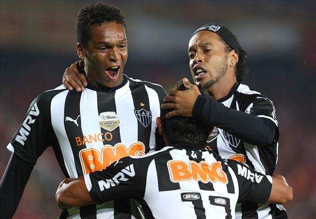 Ronaldinho y Jo vienen de ganar la Recopa ante Lanús.