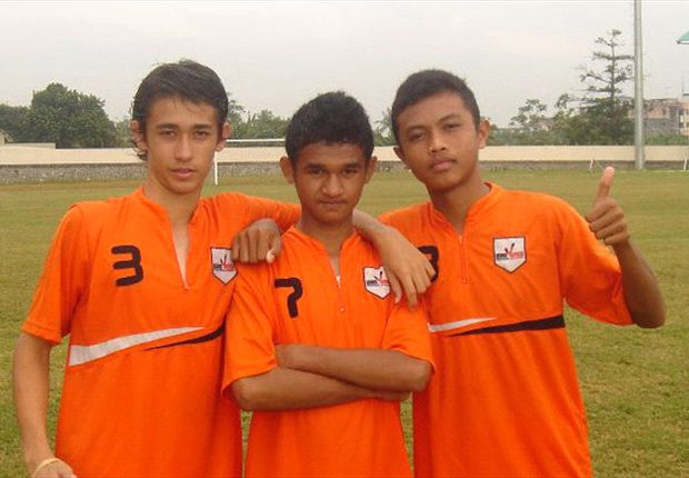 Junda Irawan (kanan) akan gabung dengan tim reserve Brisbane Roar