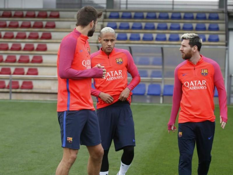 Barça, Suarez, Messi et Neymar s'entraînent avec le reste du groupe