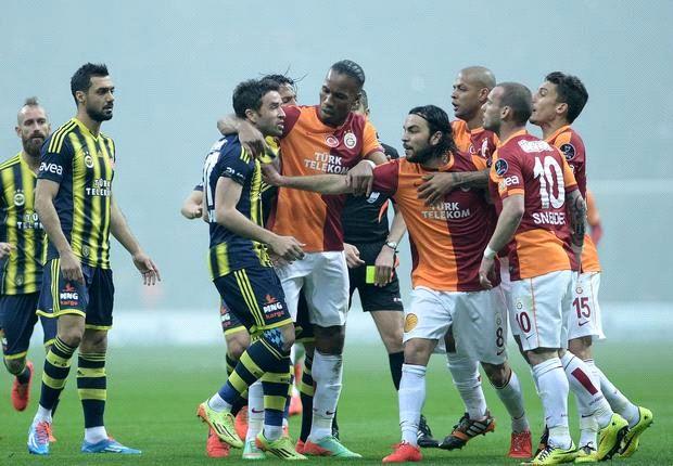 Galatasaray se quedó con el clásico frente a Fenerbahçe