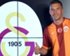VIDEO: Podolski interviewt Tibor Pleiß