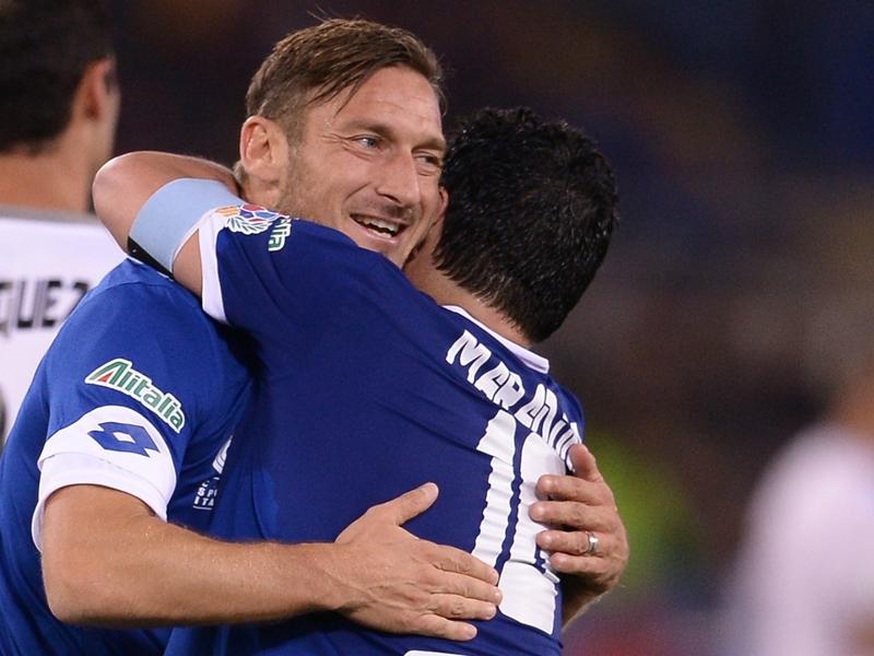 Che orgoglio per Totti: Ho giocato con Maradona, ora posso smettere